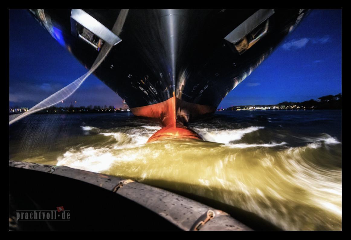 Am 27.12.2012 kam die HANJIN GERMANY bei ablaufendem Wasser nach Hamburg.