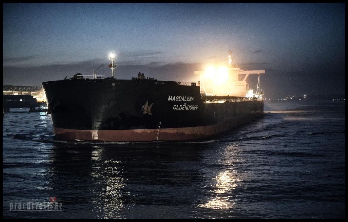 MV MAGDALENA OLDENDORFF kommt am 23.2.2015 von Narvik mit Eisenerz nach  Hamburg