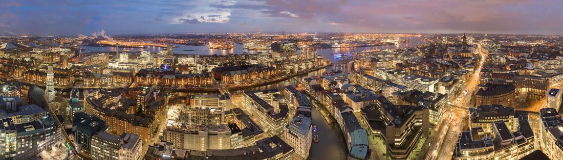 Am 8.12.2014 habe ich die Innenstadt von Hamburg aus 145m Höhe fotografiert.
